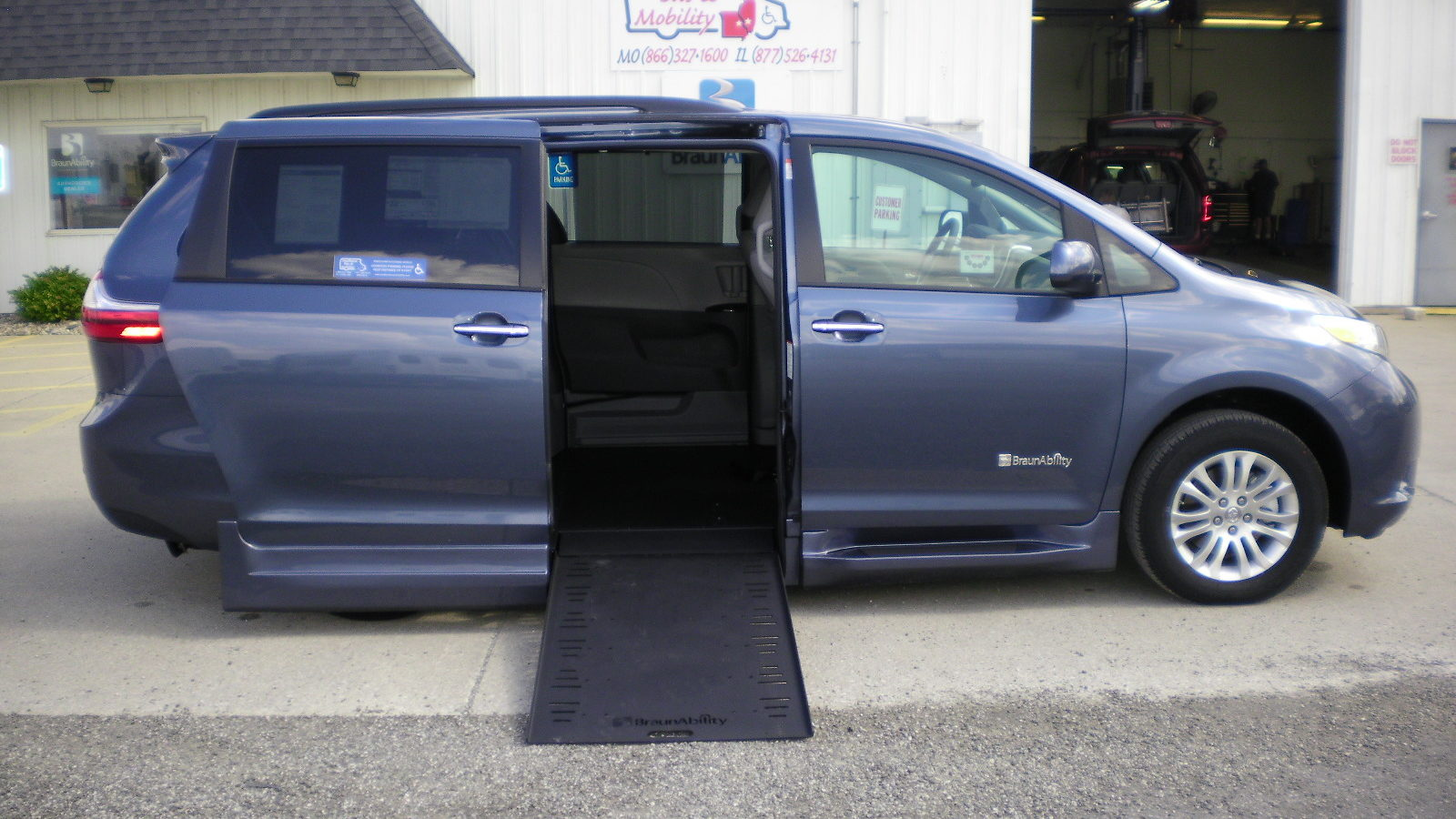 2017 toyota sienna xle prem braunability power infloor ramp. Black Bedroom Furniture Sets. Home Design Ideas