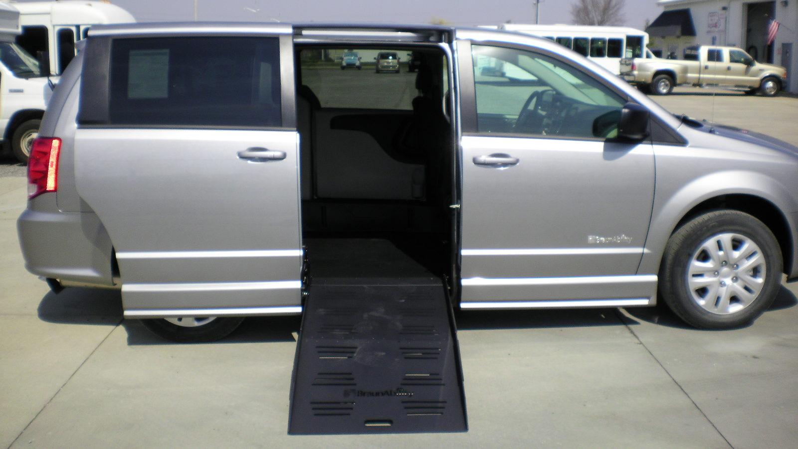2018 Dodge Grand Caravan Se Braunability Companion Van